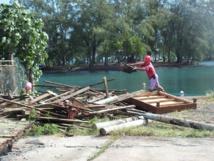 Grand nettoyage du site par les agents communaux de Teva i Uta.