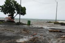 Lors du passage du cyclone Oli, à plusieurs centaines de kilomètres de Tahiti en février 2010.