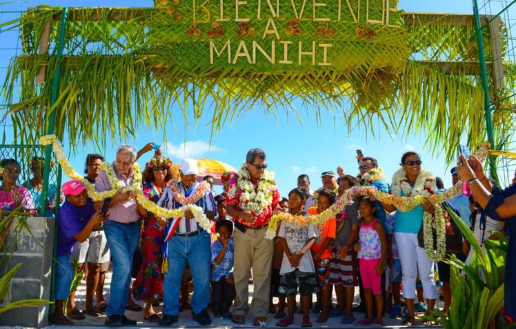 Déplacement à Ahe et Manihi : le gouvernement à l'écoute des populations des Tuamotu