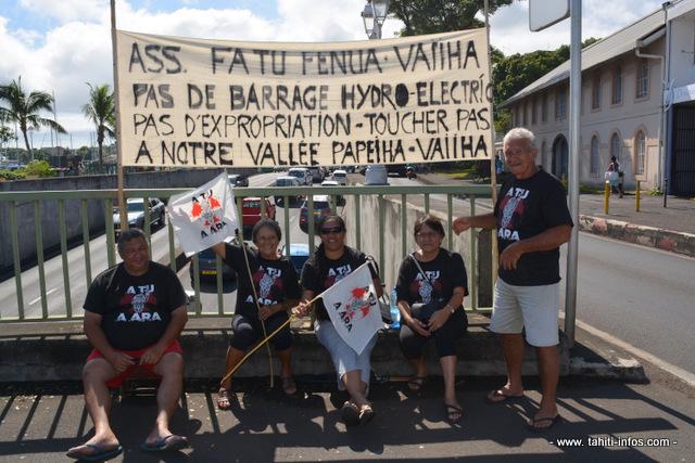 Si les manifestants protestent principalement contre les extractions, sous couvert de curage, des rivières, des riverains de la Vaiiha s'inquiètent du projet d'un nouveau barrage hydro-électrique.