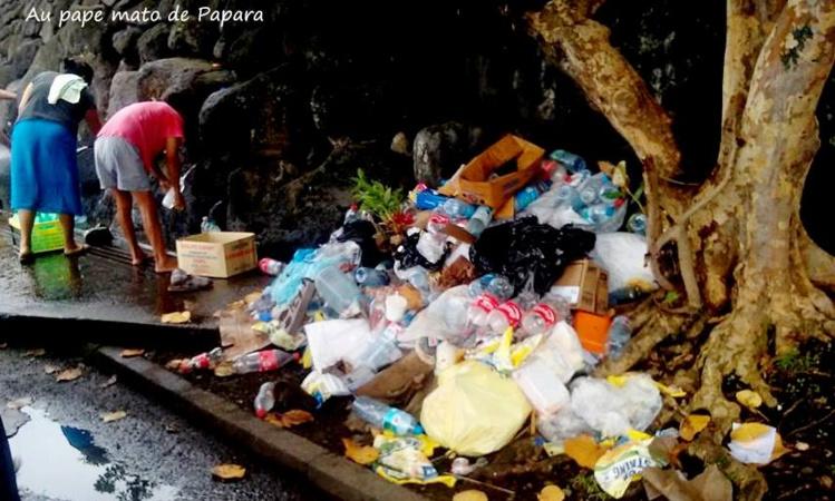 Les déchets ont été déposés à proximité immédiate des points de remplissage.