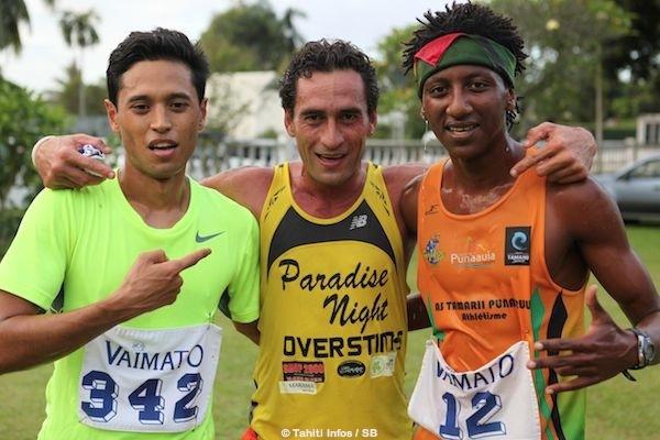 Le trio gagnant avec Teiva Izal au centre, Cédric Wane à gauche et Samuel Aragaw à droite