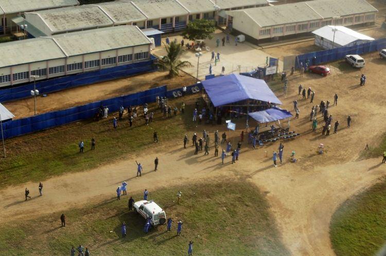 La Sierra Leone espérait être en voie d'éradication du virus après la sortie d'hôpital, le 24 août à Makeni (centre-nord), de la dernière malade d'Ebola connue.
