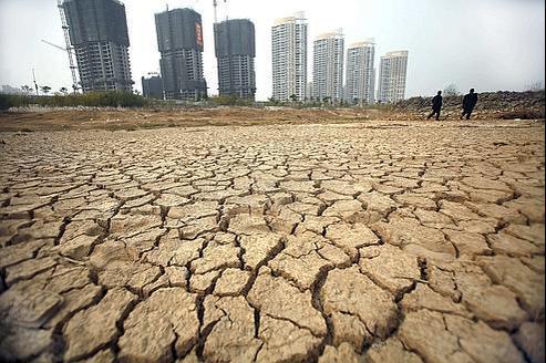 Les scientifiques ont clairement averti que si rien n'était fait, le réchauffement se traduirait par de violentes tempêtes, des sécheresses, des guerres pour l'eau et des migrations massives.