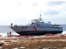 """L'Arafenua s'était échoué le 1er juin 2014 et n'avait pas pu être remorqué.  L'épave a finalement été """"découpée"""" sur place quelques mois plus tard et le site de l'accident, dépollué avec le soutien logistique d'une barge du Pays."""