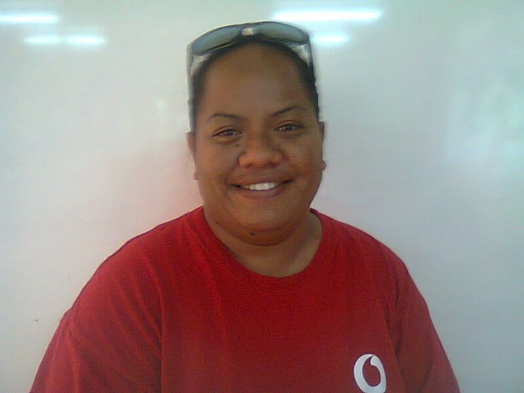 Tetuanui Linda : Originaire d'Urufara. J'ai travaillé dans l'hôtellerie pendant une dizaine d'années à Tahiti. Vu que j'avais des horaires de travail décalés, il a fallu que je paye un loyer en ville en plus des dépenses pour subvenir aux besoins de ma famille à Moorea.Ca revenait cher. J'ai donc décidé d'arrêter de travailler à Tahiti et de  monter mon projet professionnel. Je prévois d'avoir ma roulotte qui sera ouverte pendant la journée. Je vais mener mon projet progressivement en commençant par une petite remorque snack, puis un snack dans cinq ans et une roulotte par la suite.