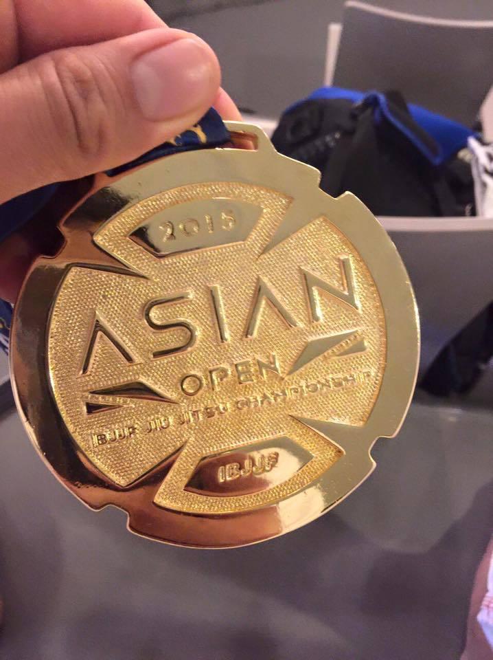 Une médaille d'or qui a une saveur particulière : la première en ceinture noire.