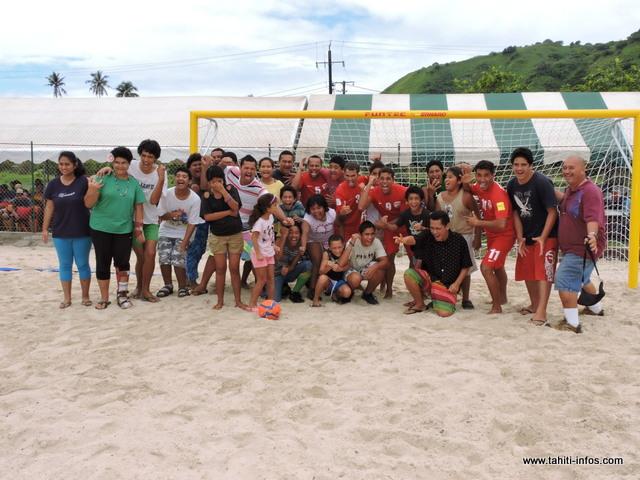 Les enfants de l'Institut d'insertion médico-éducatif (IIME) de Taravao se sont déplacés pour prendre une photo avec leurs héros.