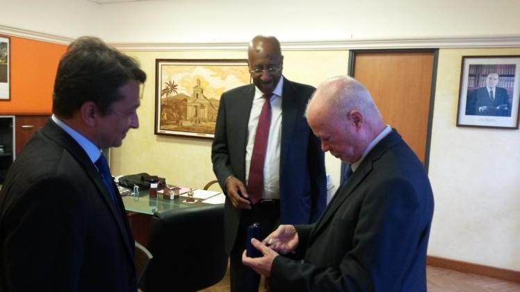 Nuihau Laurey en compagnie du sénateur de Guyane, Georges Patient et de Jean-Claude Fruteau, député de La Réunion et maire de St Benoit.