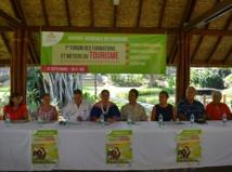 Les organisateurs de ce premier forum avec Nicole Bouteau, la présidente de la commission du tourisme de l'assemblée, Marcel Tuihani le président de l'assemblée et Jean-Christophe Bouissou, ministre du tourisme.