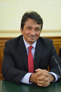 Le vice-président du Pays, Nuihau Laurey est en tant que sénateur co-rapporteur du budget ultramarin de l'Etat et l'artisan du budget 2016 du Pays.