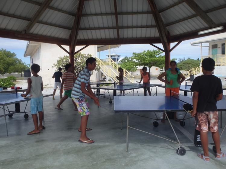 Une activité qui plaît beaucoup aussi : le ping-pong. Cinq tables ont été installées durant les vacances scolaires