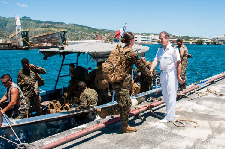 Les 82 militaires américains ont rejoint, dimanche matin, la base navale de Papeete à bord de petites embarcations.