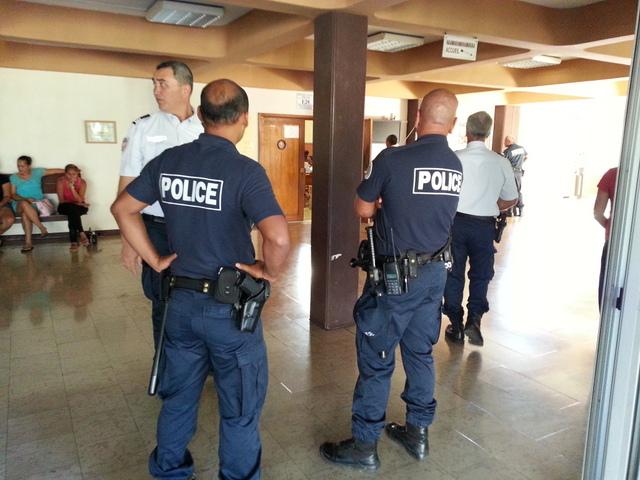 Le dispositif policier a été renforcé une fois encore, ce lundi au palais de justice de Papeete ou des dossiers de violences urbaines étaient jugés.