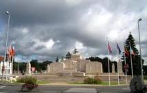 Deux policiers condamnés pour exhibition sexuelle devant un monument aux morts