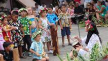 Les enfants de l'école maternelle ont fêté l'anniversaire de leur école avec des danses et des chants.