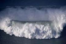 Les Pays-Bas inaugurent la machine créant les plus grandes vagues artificielles au monde