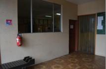 Le bureau « d'accueil » de la poste de Motu Uta où les usagers sont « invités » à retirer leurs colis.