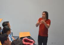 En mai 2014, Christian Vanizette était venu animer un séminaire d'entreprenariat social au sein de l'école de commerce de Tahiti (ECT).
