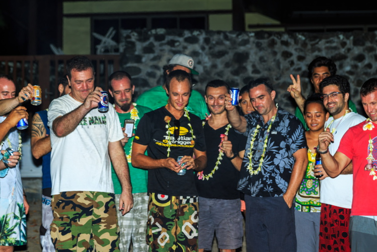"""""""Adieu Sylvain"""", à Punaauia, ils rendent hommage à leur ami disparu dans le crash d'hélicoptère de Nouméa"""