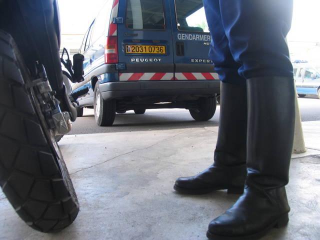 Des motos banalisées de la gendarmerie seront déployées pour relever les infractions.