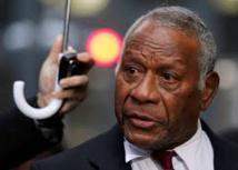 M. Lonsdale, dès son retour à Vanuatu après un bref déplacement à Samoa, s'était publiquement indigné de la grâce présidentielle prononcée en son absence.