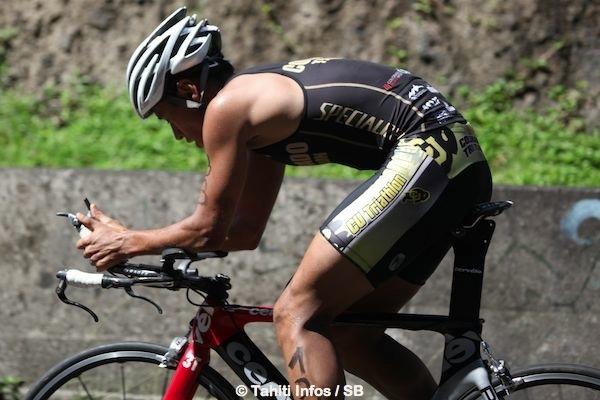 Cédric Wane sur son vélo hi-tech