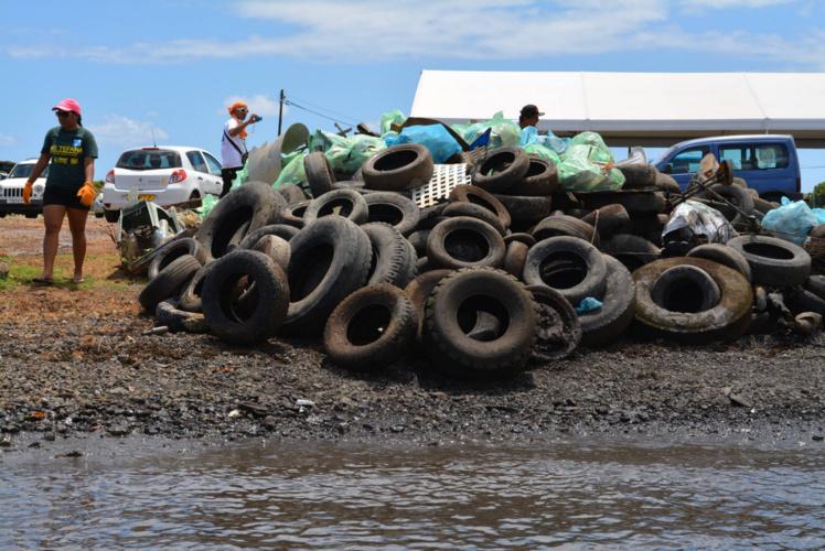 Environnement : Nettoyage des fonds marins et du littoral de motu 'ōvini  à la baie de Vaitupa