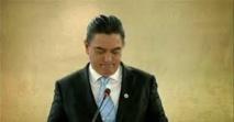 Parmi les coupables : l'ancien Premier ministre Moana Carcasses, devenu Vice-premier ministre au sein du gouvernement actuel, à la faveur du vote d'une motion de censure.