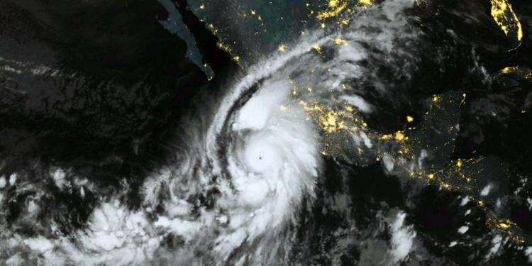 Patricia, devenue tempête tropicale, provoque peu de dégâts au Mexique