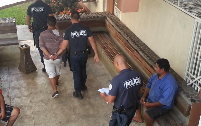 Sans antécédents de violence, le prévenu, un jeune père de famille, a été conduit à Nuutania pour y exécuter sa peine à l'issue de l'audience.