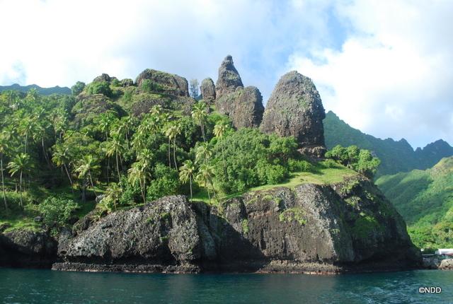 La baie des vierges à Hanavave, Fatu Hiva, une des plus belles baies du monde selon l'écrivain Robert Louis Stevenson