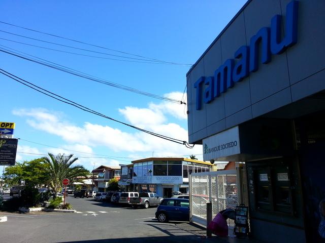 Depuis l'agression, l'association des commerçants a renforcé la présence de vigiles aux abords des magasins.