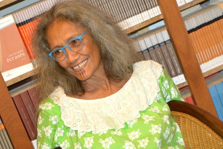 """Chantal Spitz présentait son dernier livre, mercredi après-midi chez son éditeur Au vent des Îles. Le recueil de nouvelles """"Cartes postales"""" (85 pages) paru  dans la collection littérature du Pacifique est en vente à 1500 Fcfp."""