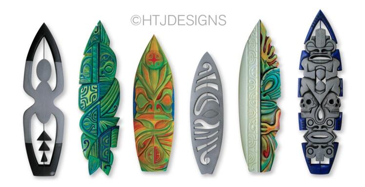 Les planches de surf et les totems sculptés sont les points forts de la nouvelle exposition de HTJ.