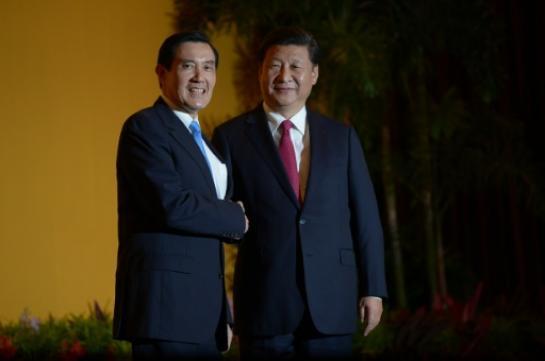 """""""Nous sommes une famille, aucune force ne pourra nous séparer"""", a déclaré le président chinois Xi Jinping à son homologue taïwanais Ma Ying-jeou pendant leur rencontre inédite."""
