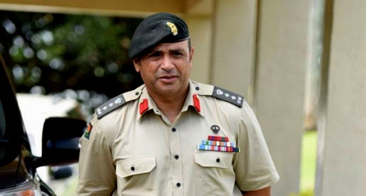 Le chef de la police fidjienne claque la porte