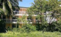 Avec la réduction des effectifs militaires en Polynésie, les logements de la cité Grand de Pirae sont vides depuis juillet 2013.