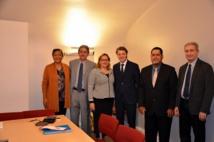 La délégation d'élus municipaux polynésiens en compagnie de François Baroin, président de l'Association des maires de France (AMF). Celui-ci a réaffirmé son souhait de se rendre en Polynésie au cours du second trimestre de l'année 2016.