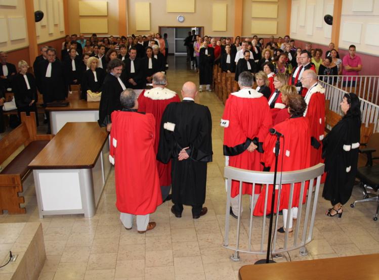 Minute de silence, ce lundi à midi dans la grande salle d'audience du palais de justice.