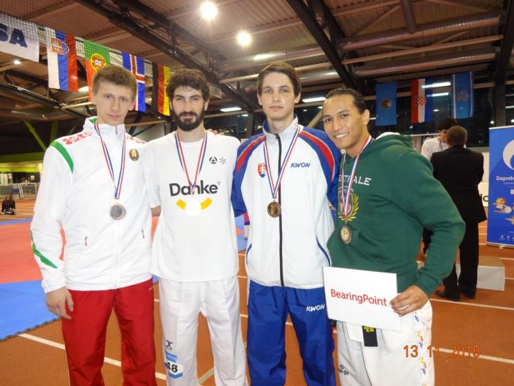 Brandon Cheneson à droite obtient une belle médaille de bronze. Il est un Polynésien brillant dans ses études comme au niveau sportif