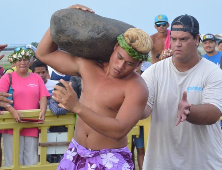 Une pierre de 103 kilos sur l'épaule.