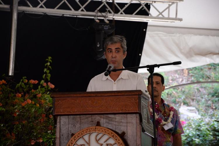 Bran Quinquis est spécialiste du climat. Il a écrit une thèse sur les conséquences du changement climatique sur l'économie de la Polynésie française, soutenue en 2012 à l'UPF.