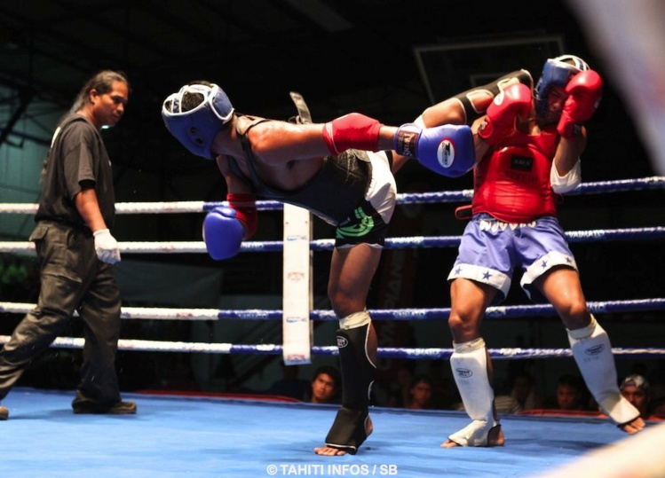 Magnifique coup de pied retourné de Taitorai Uura contre le boxeur Torea Jubely