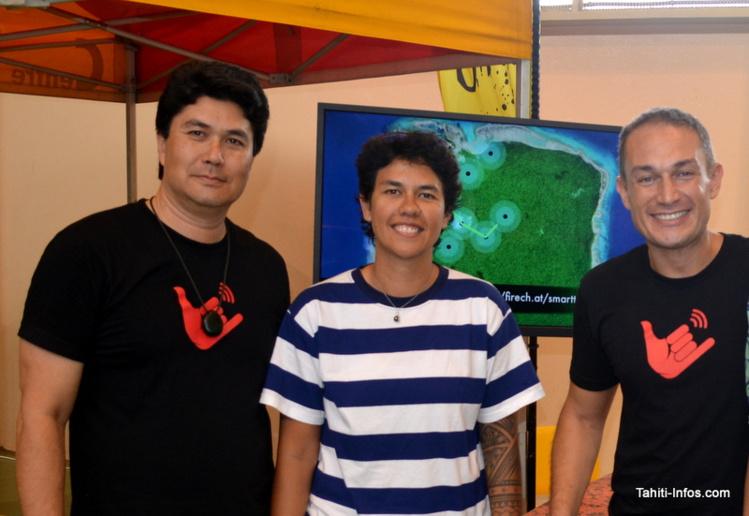 Marc Collins et Thierry Lehartel, les deux fondateurs de Smart Tahiti Networks, lors de la présentation de la toute première initiative de l'opérateur : l'application Firechat. Entre eux se trouve Tauahere Coupel, la première technicienne de STN.