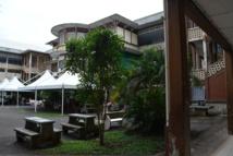 Le bâtiment principal du lycée Gauguin en mauvais état général avait besoin d'une remise à neuf et aux normes : cette opération est à présent financée avec une subvention de 80% du montant des travaux accordés par l'Etat.