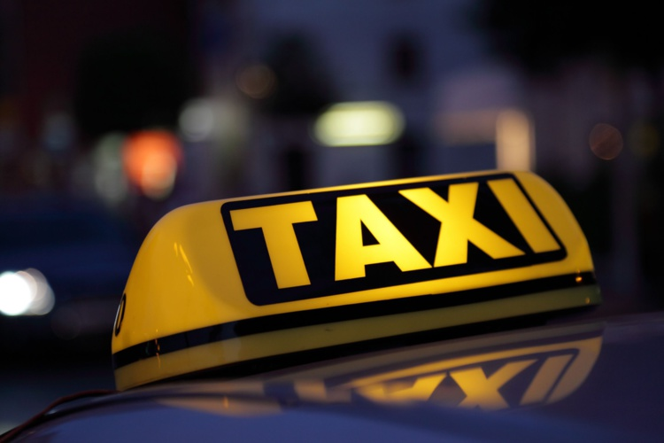 Le chauffeur avait préféré faire une croix sur son argent et prendre la fuite, par peur de recevoir d'autres coups ou de se faire dégrader son véhicule.