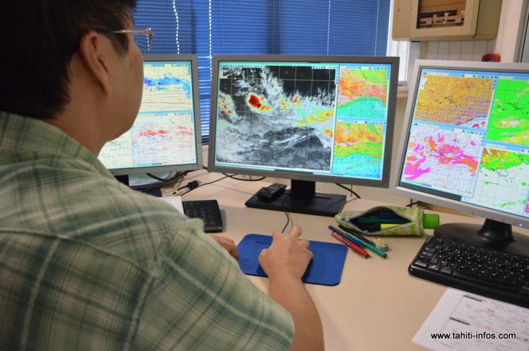 Une expertise en analyse cyclonique est faite en temps réel par les météorologues de Faaa où un technicien est mobilisé 24 heures sur 24 à l'observation de ce phénomène dépressionnaire inquiétant.