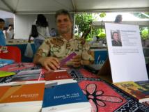 Nicolas Kurtovitch était au salon du livre de Tahiti il y a dix jours. Il présentait son dernier roman, Dans le ciel splendide.