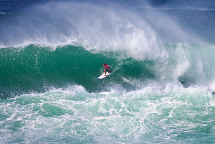 La Vans World Cup a débuté dans de grosses conditions de surf
